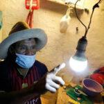 900 hogares de zonas distantes de los Municipios de Acevedo y Colombia, tendrán por fin el servicio de energía.