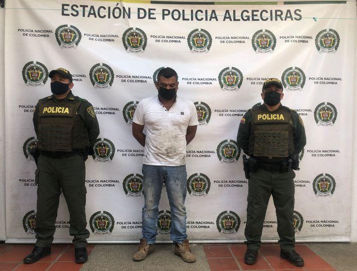 Golpeaba con puños y patadas a su pareja sentimental en Algeciras. - Noticias de Colombia